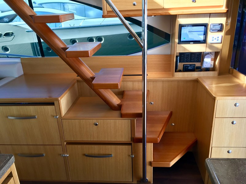 riviera 52 enclosed flybridge 701021 007