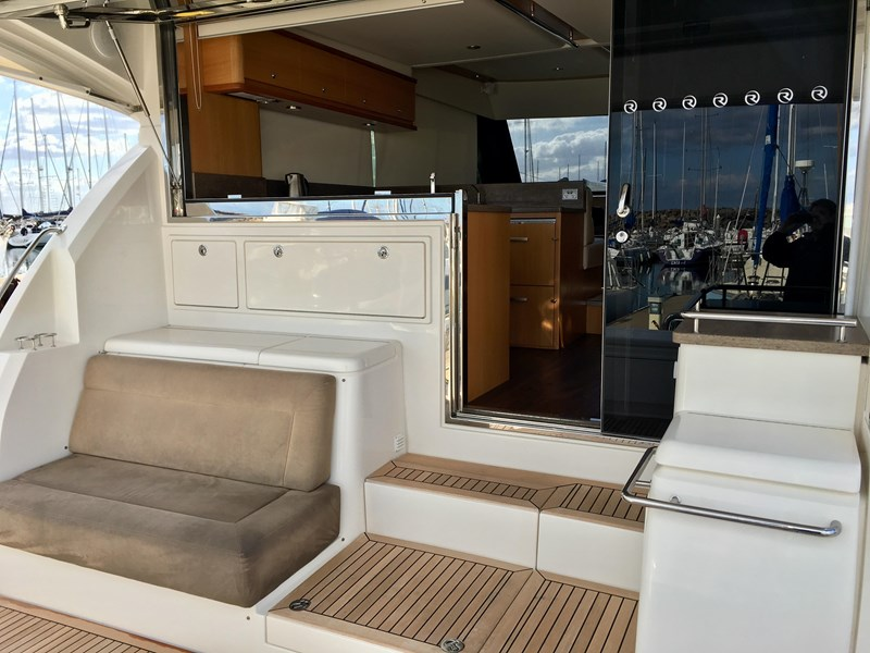 riviera 52 enclosed flybridge 701021 055