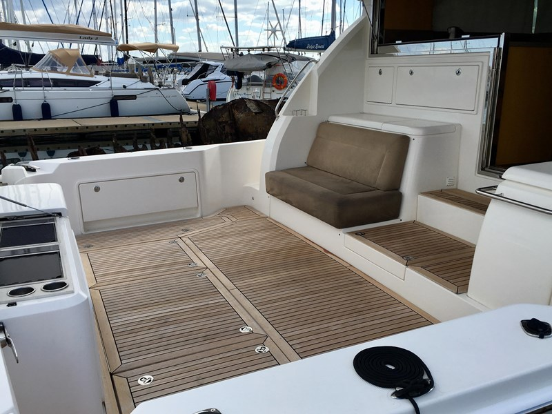 riviera 52 enclosed flybridge 701021 061