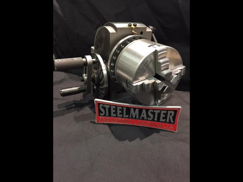 steelmaster semi universal dividing head bs-0-4c, comes with 3 & 4 jaw 100mm dia. chucks 701618 017