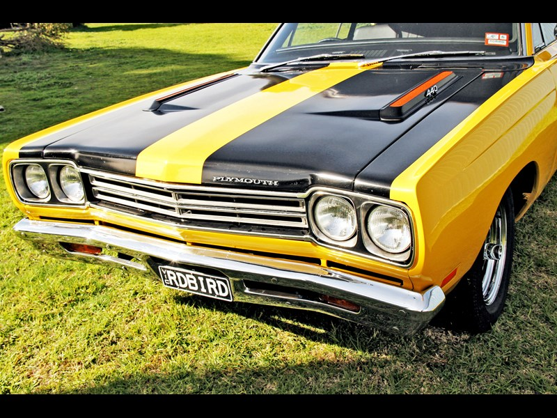 plymouth road runner 702258 015