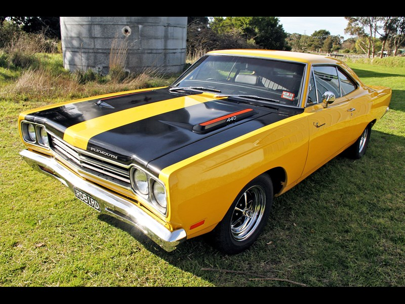 plymouth road runner 702258 009