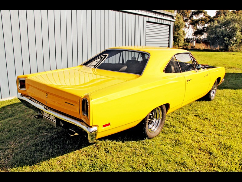 plymouth road runner 702258 017