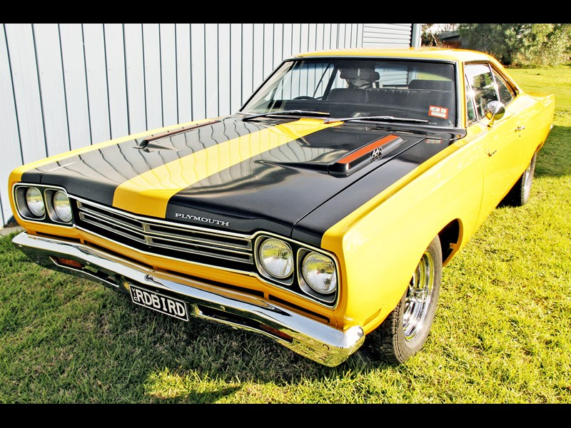 plymouth road runner 702258 011