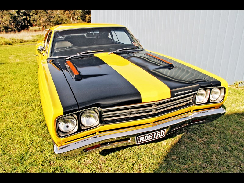 plymouth road runner 702258 013