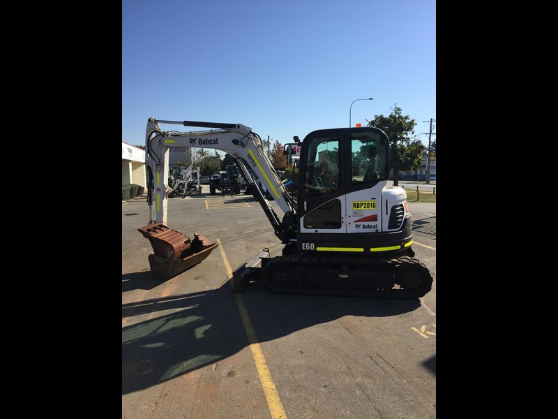 bobcat e60 - excellent condition - very low hours!! 703141 009