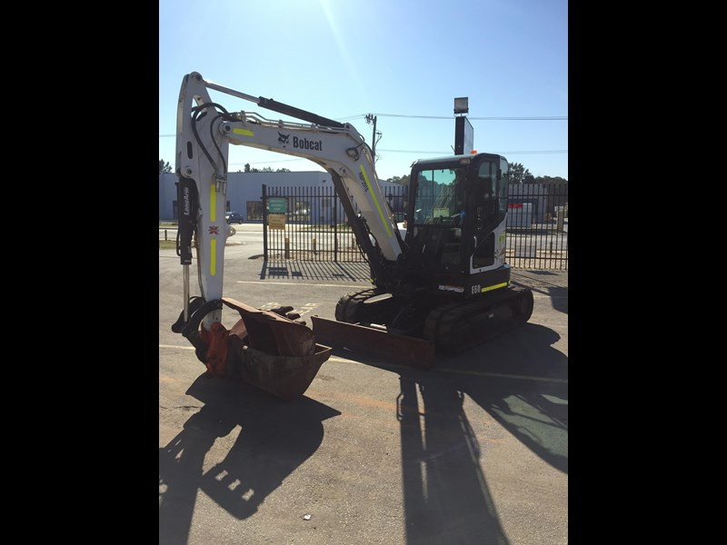 bobcat e60 - excellent condition - very low hours!! 703141 011