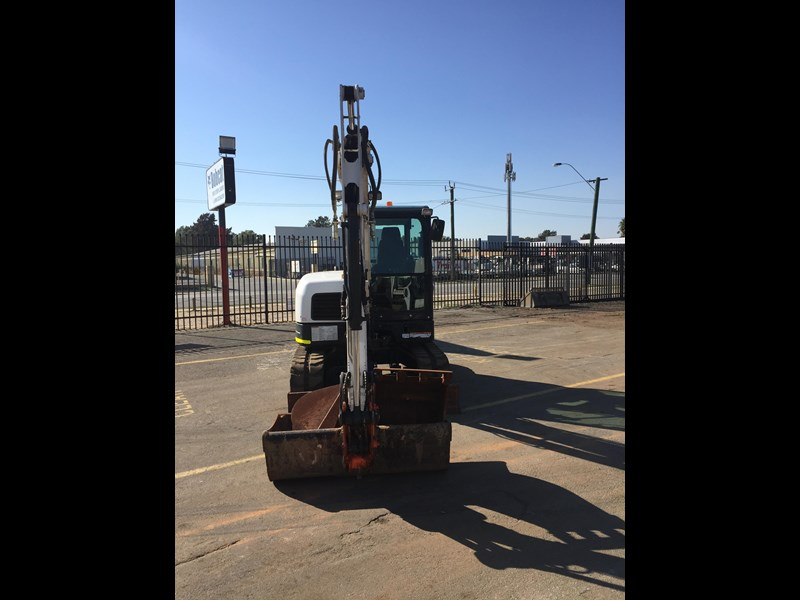 bobcat e60 - excellent condition - very low hours!! 703141 013