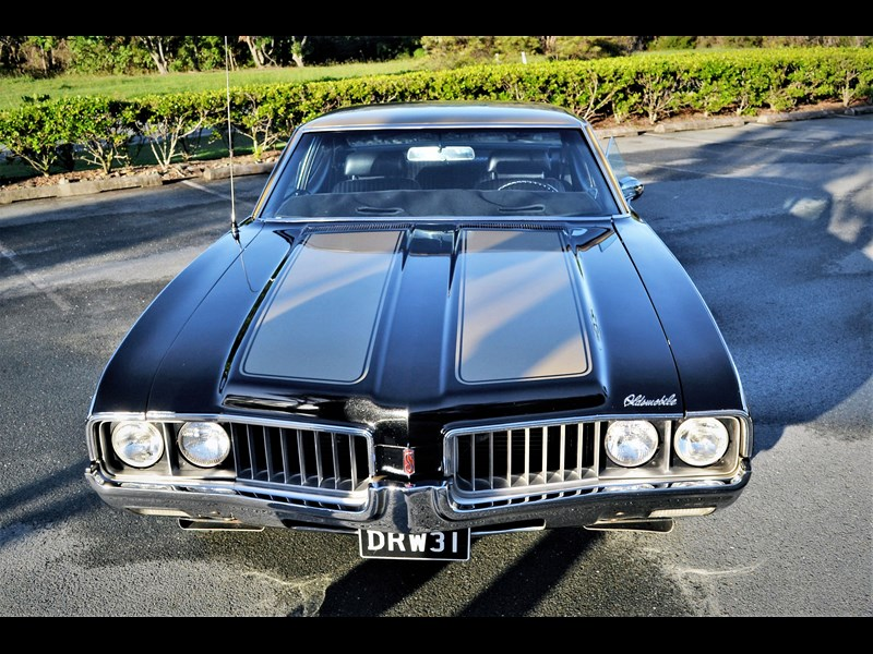 oldsmobile cutlass 704884 003