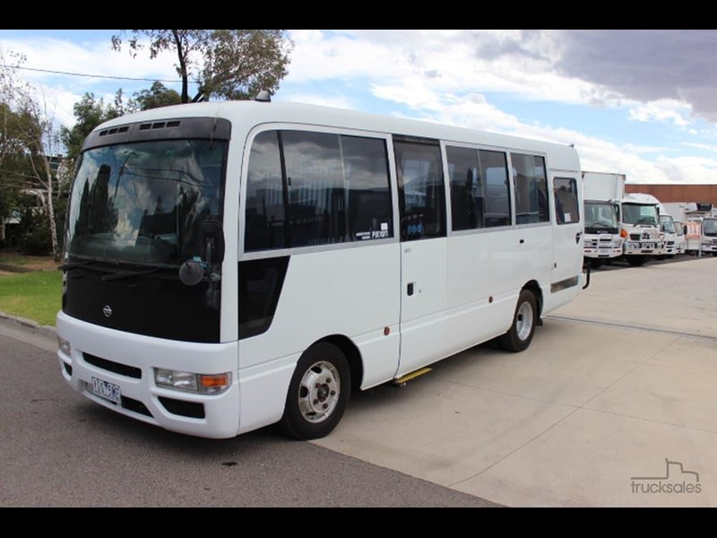 nissan civillian bus 705666 005