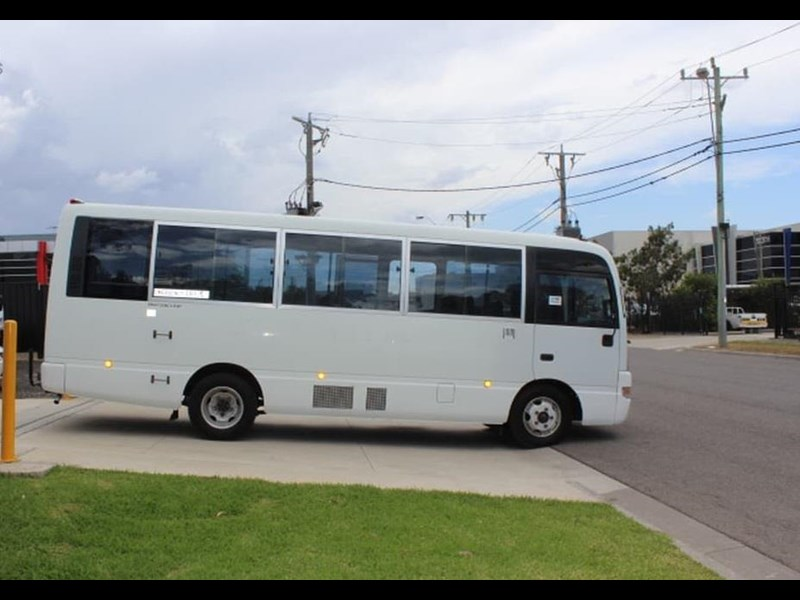 nissan civillian bus 705666 013