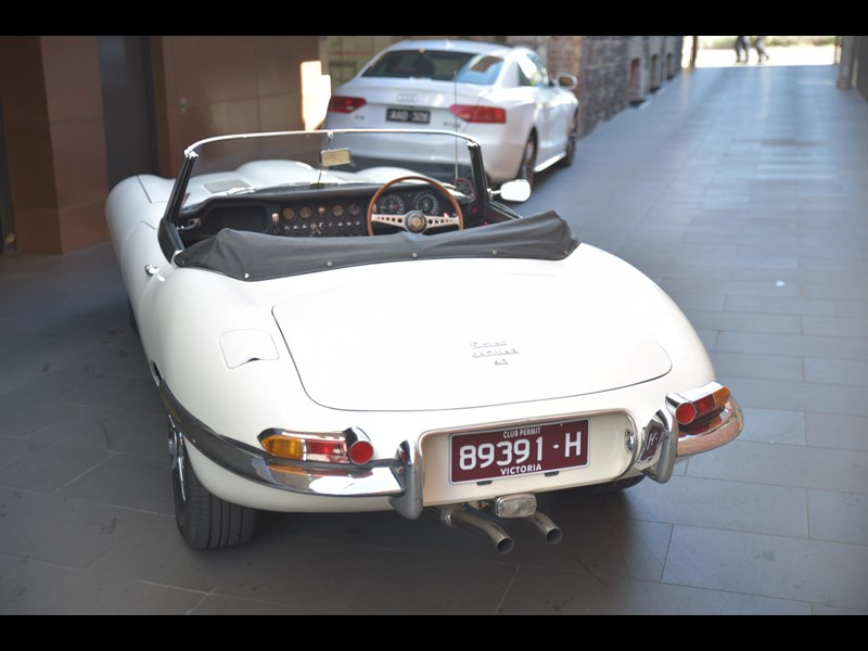 jaguar e-type 706356 011