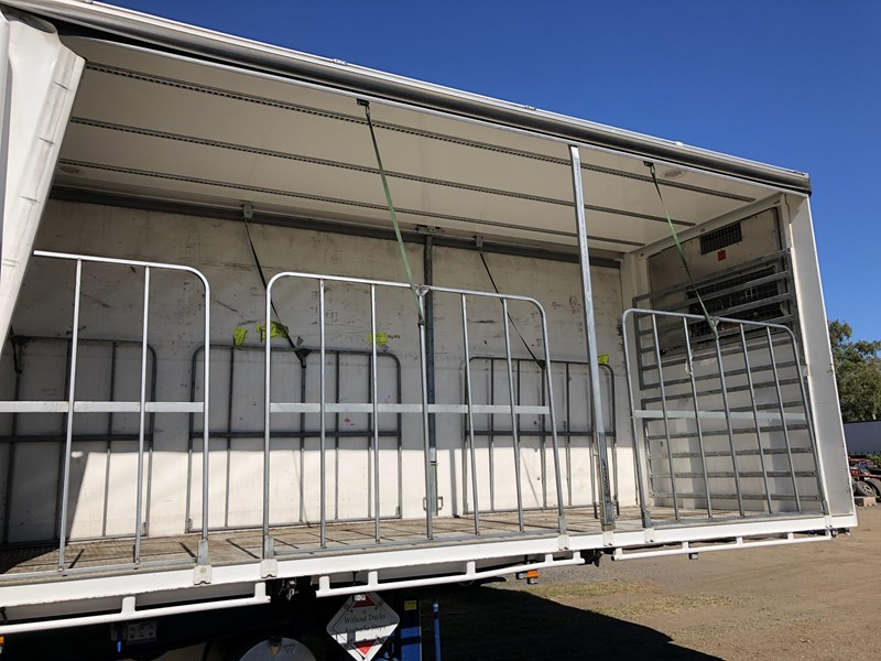 maxitrans b double refrigerated curtainsider 709533 045