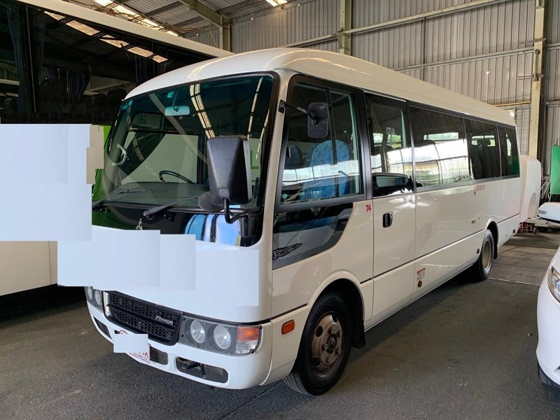 fuso rosa deluxe 22 seater 709894 001
