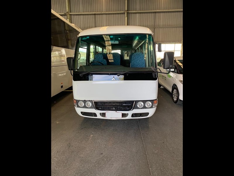 fuso rosa deluxe 22 seater 709894 003
