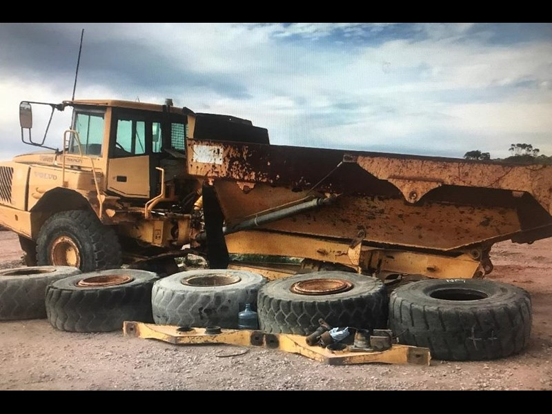 volvo articulated dump truck volvo a25d 710233 001