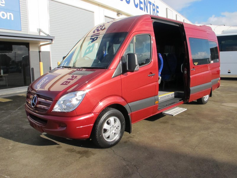 mercedes-benz sprinter 315cdi 14 seater luxury mini-coach 703076 005