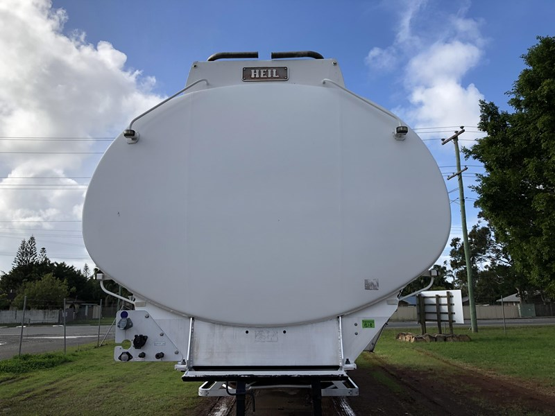 heil tri-axle fuel tanker trailer 718142 011