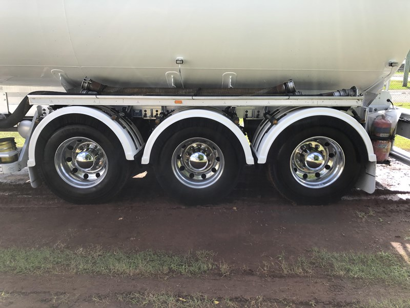 heil tri-axle fuel tanker trailer 718142 027