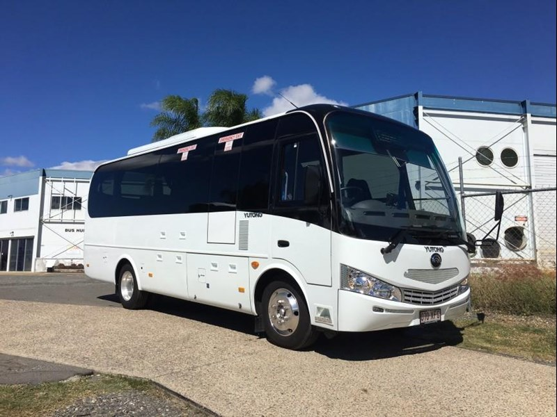 yutong 16 seat mini coach 619268 001