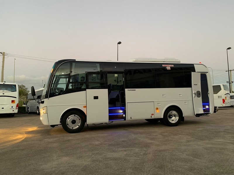 yutong 16 seat mini coach 619268 003