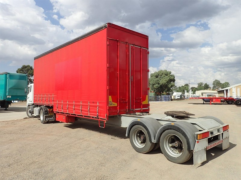 maxitrans curtainsider trailer 688610 003