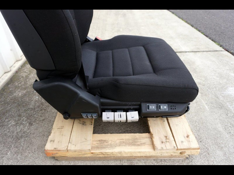 daf cf7585 drivers air seat 722226 011