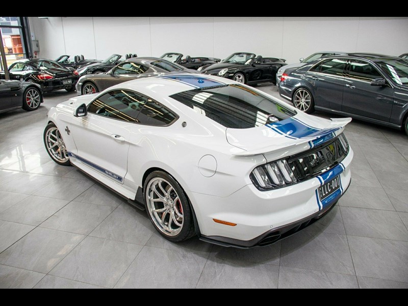 ford mustang 725125 053