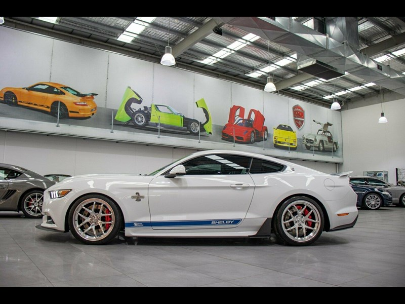 ford mustang 725125 057