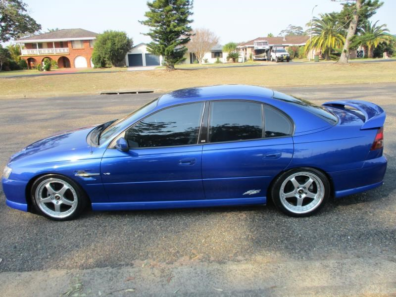 holden commodore 675326 007