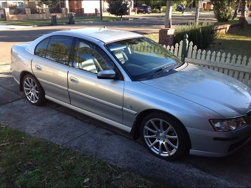 holden berlina 730181 011