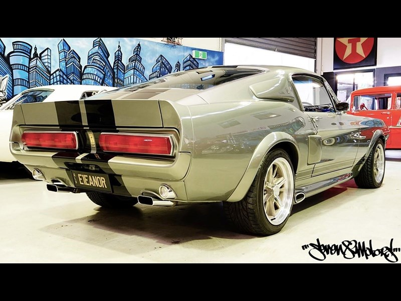ford mustang 733055 011