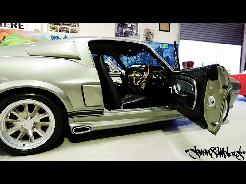 ford mustang 733055 029