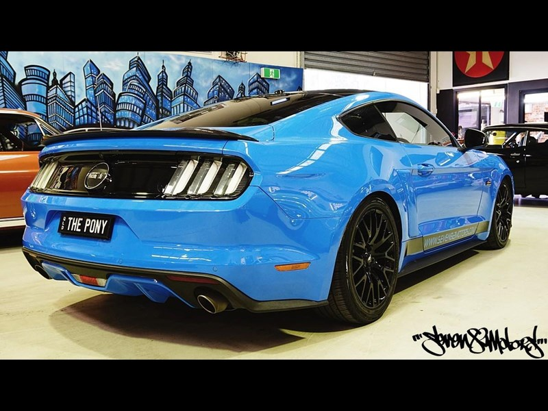 ford mustang gt 733890 011