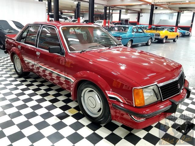 holden commodore 718952 025