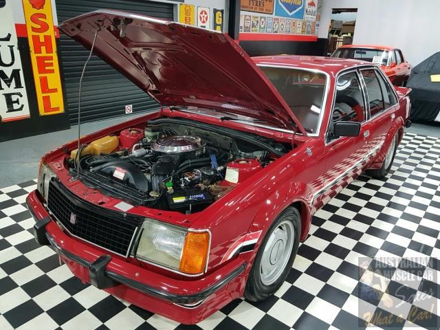 holden commodore 718952 033