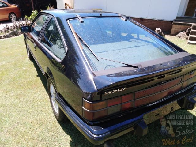 holden commodore 697989 011
