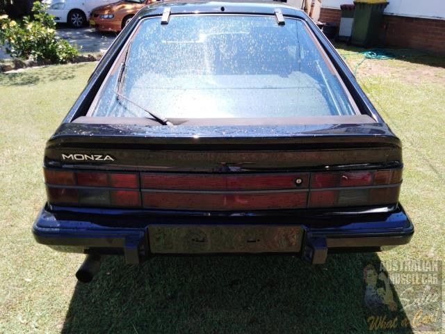 holden commodore 697989 013