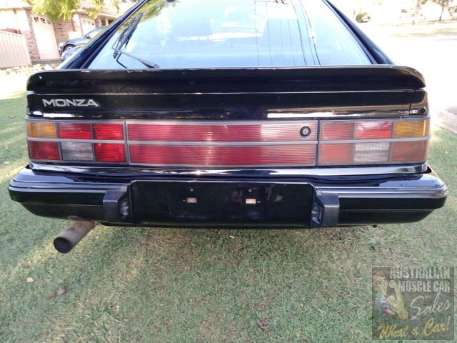 holden commodore 697989 015