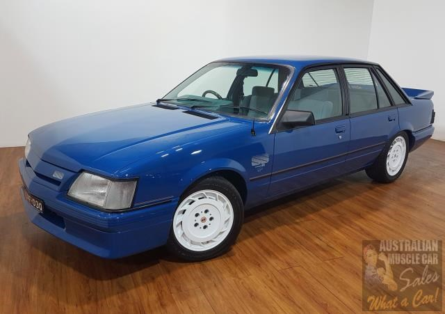 holden commodore 619871 003