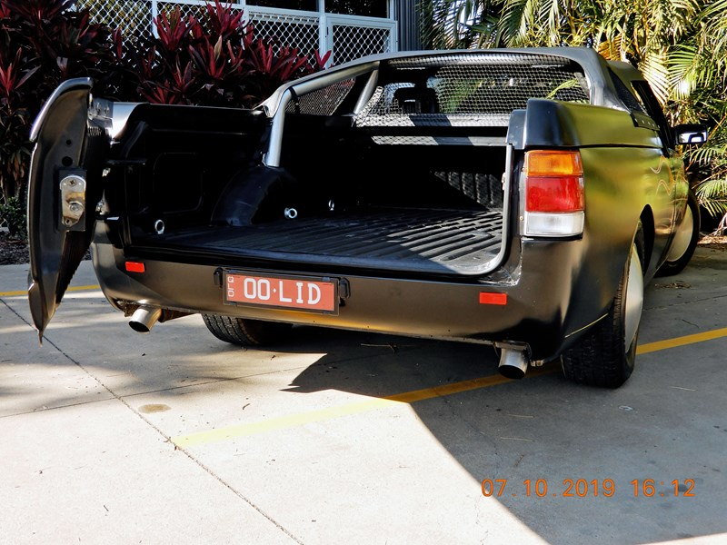 holden commodore 744003 007