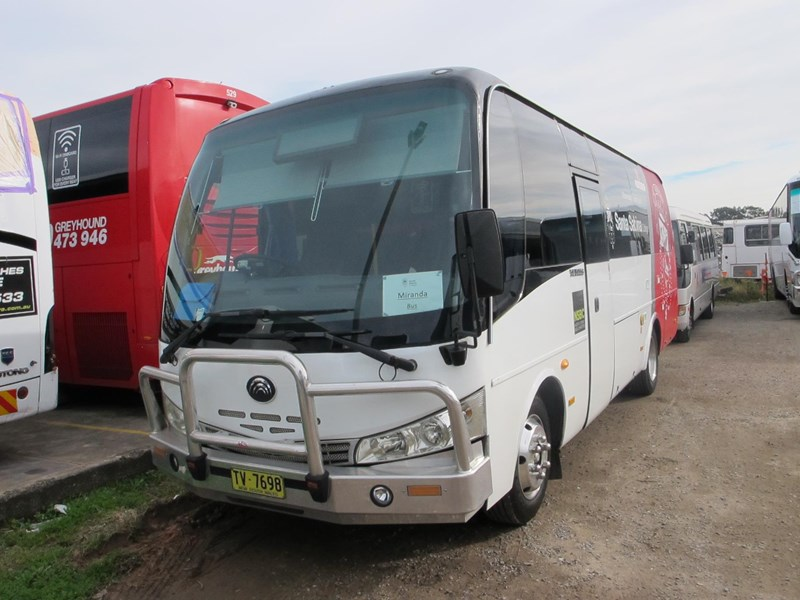 yutong 27 seat school bus 746565 001