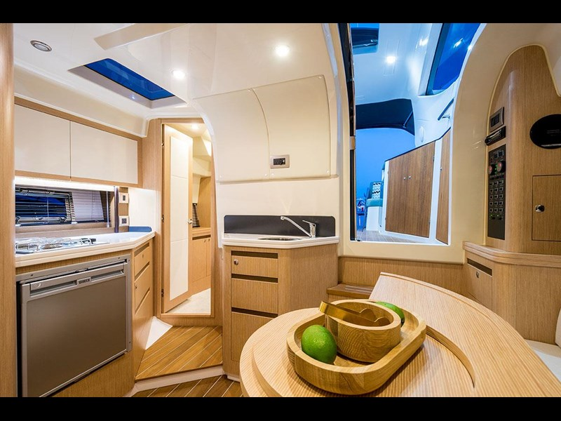 focus motor yachts focus 33 sports 750817 055