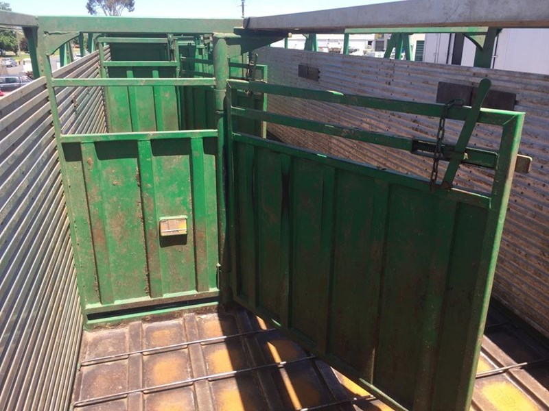 byrne 2 deck cattle b double 751253 007