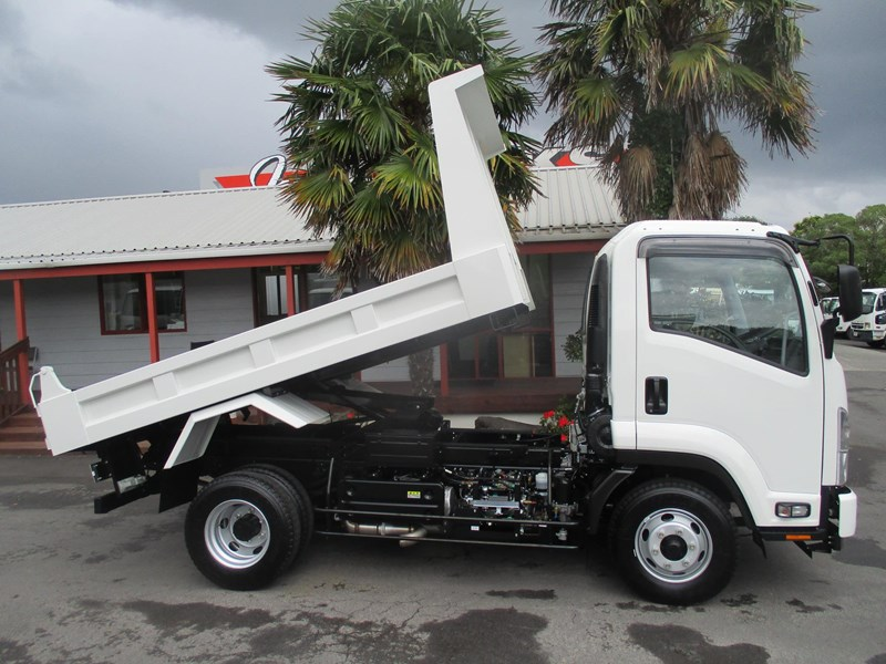 isuzu forward 751888 009