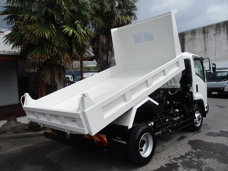 isuzu forward 751888 011
