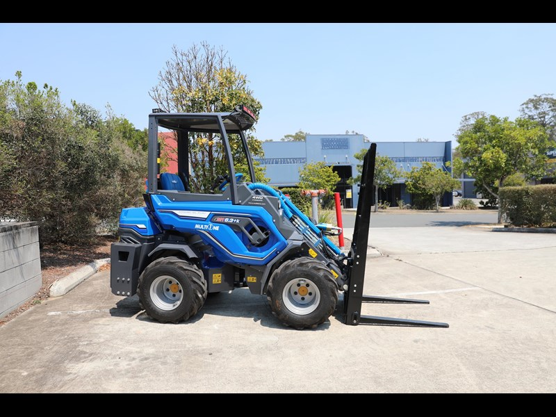 multione 6.3+ bee loader with side shift forks 583153 021