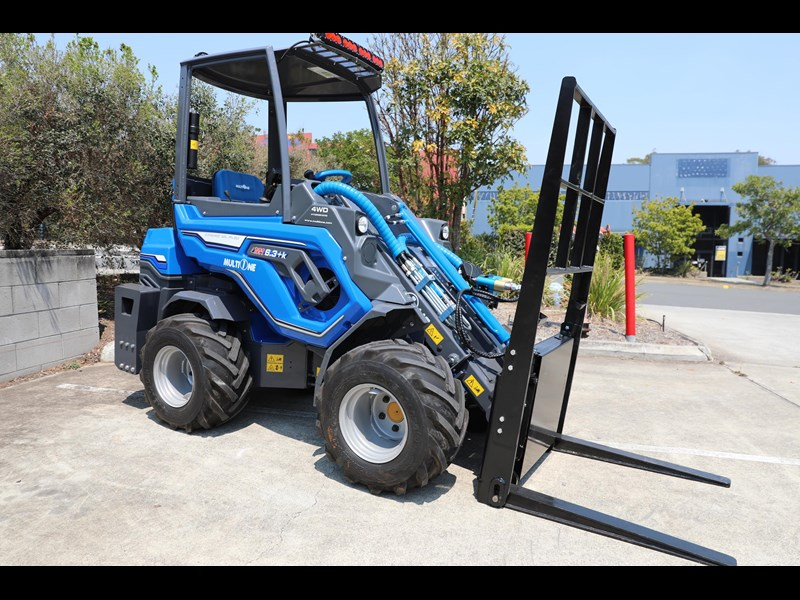 multione 6.3+ bee loader with side shift forks 583153 023