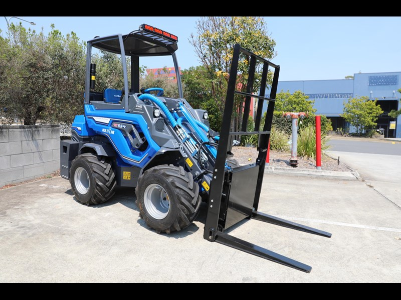 multione 6.3+ bee loader with side shift forks 583153 025
