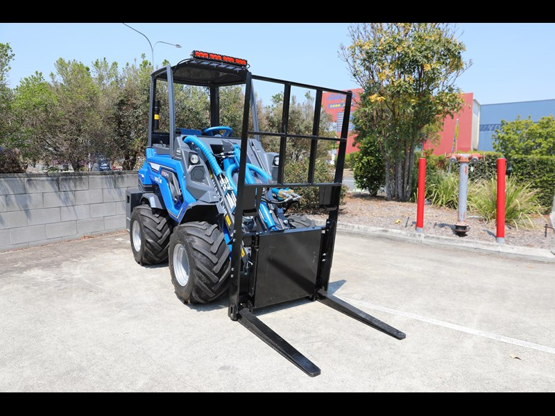 multione 6.3+ bee loader with side shift forks 583153 029